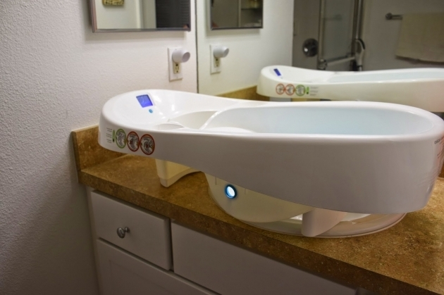 Picture of 4Moms Baby Bathtub My Mommy Place 4moms Infant Tub Review