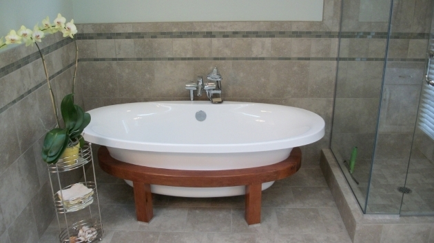 Fantastic Fiberglass Soaking Tub White Fiberglass Stand Alone Tub With Chromed Metal Shower Caddy
