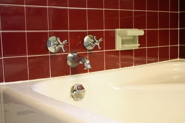 Beautiful Caulking A Bathtub Learn How To Re Caulk Your Bathroom How Tos Diy