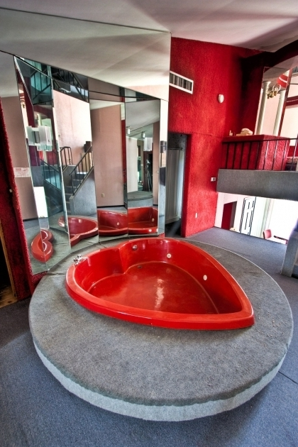 Beautiful Heart Shaped Bathtub This Valentines Day Consider The Cheesy Charm Of The Heart