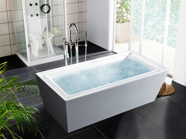 Alluring Huge Bathtubs Sumptuous Bathroom Design Featuring Lovely Free Standing Bathtub