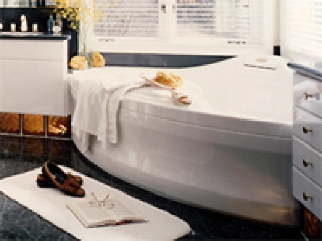 Inspiring Whirlpool Tub Vs Jacuzzi Choosing The Right Whirlpool Bathtub Hgtv