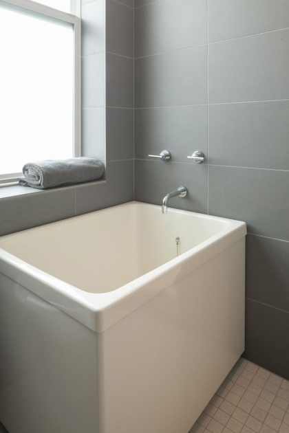 Diy ofuro japanese soaking tub designs with diy ofuro for Deep built in bathtubs