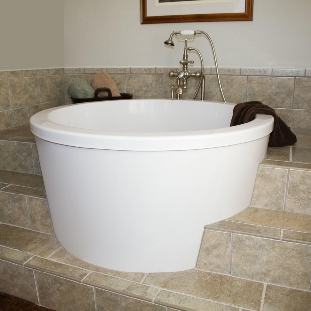 Soaking tub for small bathroom bathtub designs for Small japanese soaking tubs small bathrooms