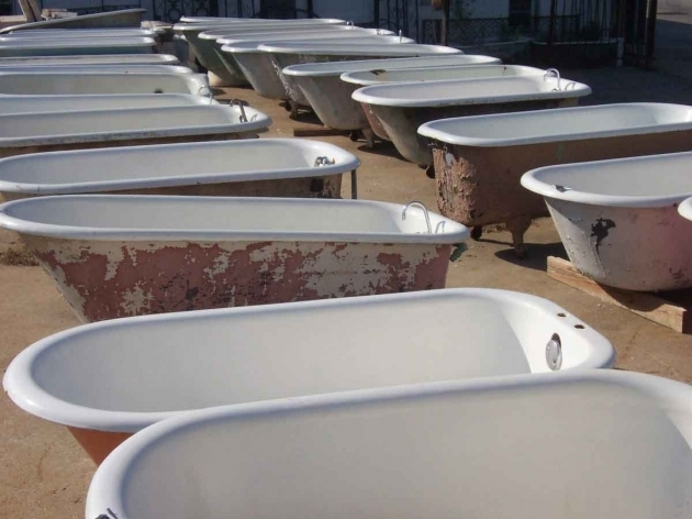 Awesome Used Clawfoot Tubs The Design Enthusiast Friday Finds Of Bathtubs And Couches