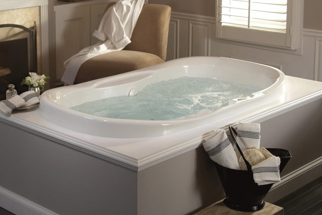 Whirlpool tub vs jacuzzi bathtub designs for Soaking tub vs bathtub